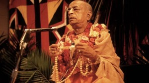 Srila-Prabhupada-Chants-on-Devotees-Beads-at-Initiation-620x350