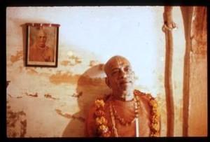 Prabhupada beside Guru Maharaja photo at Radha-Ramodara