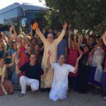Kishori_Bus_Tour_Group_Photo_with_GRS_-_arms_upraised