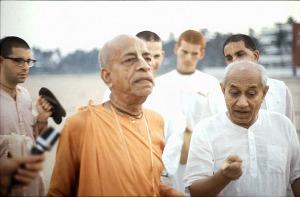 Srila-Prabhupada-and-Dr-Patel-on-Morning-Walk-at-Juhu-Beach-in-Bombay