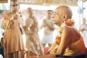Srila_Prabhupada_Guru-puja_Juhu (3)