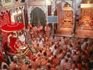 Srila-Prabhupada-at-New-Dvaraka