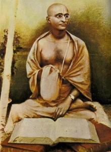Srila-Bhaktisiddhanta-Sarasvati-Thakura-chanting-japa