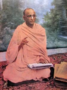 Srila-Bhaktisiddhanta-Sarasvati-Thakura-preaching